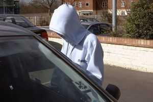 Người phụ nữ nghèo cướp ô tô để gây ấn tượng với người thân trong đám cưới