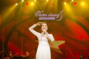 Những khoảnh khắc ấn tượng của Phạm Thu Hà trong liveshow đầu đời
