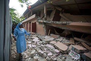 Những hình ảnh xót xa trong trận động đất rung chuyển Haiti