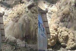 Clip: Lở đất như tận thế vẫn liều lĩnh quay phim, công nhân điện lực suýt gánh họa thảm khốc