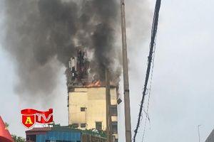 Cháy lớn tại quán Karaoke X9 Club Hào Nam