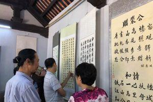 Triển lãm thư pháp chào mừng kỷ niệm lần thứ 64 ngày Giải phóng Thủ đô