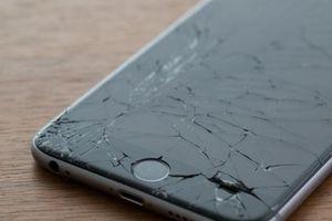 Đi tù vì lấy điện thoại 'cùi'… đập iPhone 'xịn'