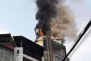 Hà Nội: Cháy lớn quán karaoke ở phố Hào Nam giữa buổi trưa