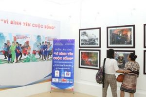 Khai mạc triển lãm ảnh về phòng cháy, chữa cháy và cứu nạn, cứu hộ