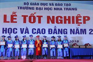Trường Đại học Nha Trang trao bằng tốt nghiệp cho gần 2000 sinh viên