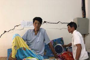 Nỗi khổ của bệnh nhân cao 2,5 mét ở Cà Mau
