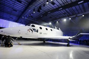 Sếp hãng đối thủ của Blue Origin, SpaceX bàn về chuyến bay vào không gian