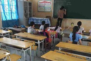 Hàng trăm học sinh Quảng Bình được quay lại trường sau nhiều ngày bị ngăn cản