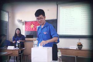 Chàng thủ khoa biết 4 ngoại ngữ và quan niệm về công việc tốt nhất
