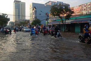 Triều cường dâng cao hơn 2 mét, nhiều đường phố tại Cần Thơ thành sông