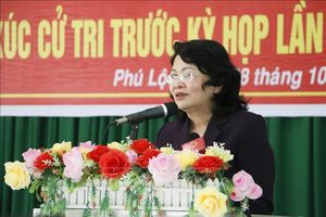 Quyền Chủ tịch nước Đặng Thị Ngọc Thịnh tiếp xúc cử tri tại tỉnh Vĩnh Long