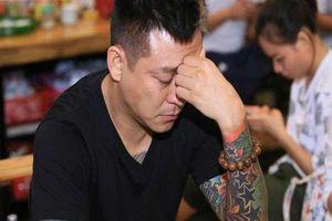 Bị dừng buổi biểu diễn kỷ niệm 20 năm ca hát, ca sĩ Tuấn Hưng hoàn toàn có thể khởi kiện