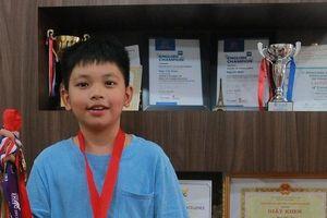 Tài sản vô giá của cậu bé yêu Lịch sử giành HCV Toán Quốc tế IMSO 2018