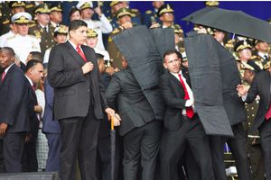 Nghi phạm vụ ám sát Tổng thống Venezuela nhảy lầu tự tử