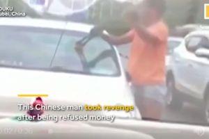 Ăn xin đập xe, đánh nữ tài xế vì không được cho tiền