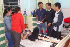 Tai nạn nghiêm trọng: Xe khách đâm xe bán tải, 7 người thương vong