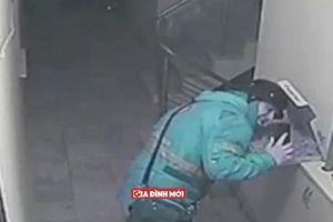 Nhổ nước bọt vào pizza của khách, shipper trẻ đối mặt với 18 năm tù giam