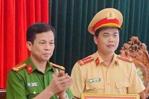 Thanh Hóa: Khen thưởng Đại úy cởi áo cầm máu cho người bị nạn