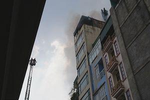 Đang chữa cháy tại số 9 phố Hào Nam