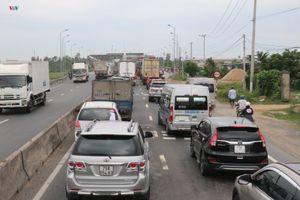 Lái xe gây áp lực, trạm thu phí BOT Ninh Lộc xả trạm