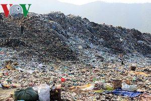 Chính quyền đối thoại với dân về ô nhiễm bãi rác Khánh Sơn