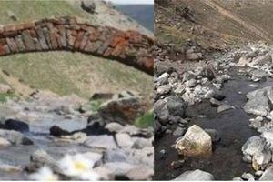 Cầu đá hơn 300 tuổi biến mất không một dấu vết, dân nghi thợ săn khó báu tháo dỡ