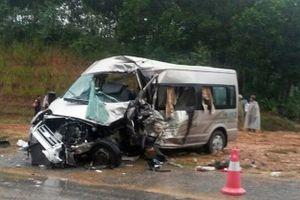Xe khách tông xe bán tải, 7 người thương vong