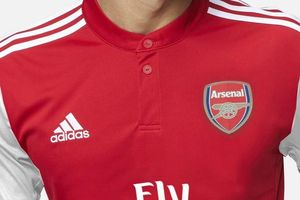 Arsenal nhận tài trợ lớn từ Adidas