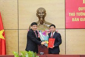 Trao quyết định của Bộ Chính trị, Thủ tướng Chính phủ cho Chủ tịch tỉnh 42 tuổi
