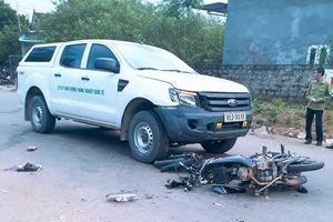 2 người đi xe máy nguy kịch vì đụng ô tô sau khi uống rượu
