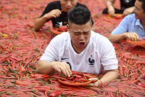 Massage đường phố, thi ăn ớt và những đặc trưng của người Trung Quốc