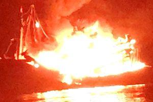 Cháy ghe cào thiệt hại 13 tỷ đồng