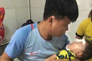 Nghệ An: Trẻ 2 tuổi bị chó nhà nuôi tấn công vào mặt