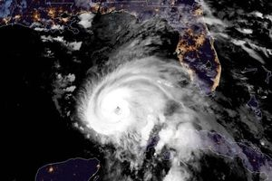Siêu bão 'quái vật' Michael sắp đổ bộ vào Mỹ, 500.000 người dân phải sơ tán