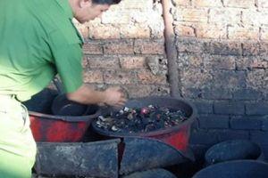 Truy tố 5 đối tượng vụ trộn vỏ cà phê với lõi pin tại Đắk Nông