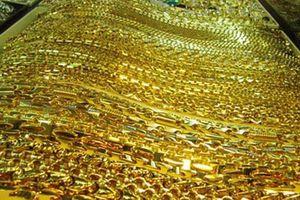 Giá USD tăng 'nhấn chìm' giá vàng