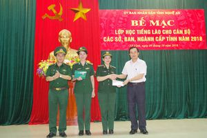 Nghệ An: Bế giảng khóa học tiếng Lào cho cán bộ, nhân viên các sở, ban, ngành