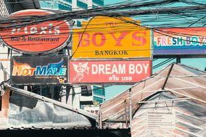 Đến phố 'làng chơi' Bangkok, những câu chuyện về đồng tiền
