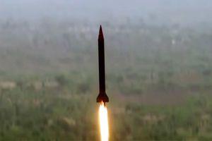 Ấn Độ mua 'rồng lửa' Nga, Pakistan thử tên lửa hạt nhân