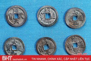 Phát hiện 15kg tiền cổ thời Lê Sơ ở Hà Tĩnh