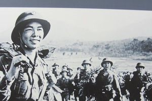 Chùm ảnh: Triển lãm 'Hà Nội – Ngày trở về', kỷ niệm Ngày Giải phóng Thủ đô 10/10