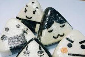 Clip: Cách chế biến 'thần tốc' cho món cơm nắm chuẩn vị Nhật Bản