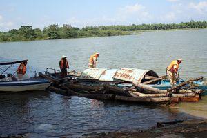 Bắt gỗ lậu 'vi vu' trên sông Thu Bồn