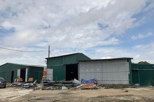 Thanh Trì: La liệt nhà xưởng mọc trên đất dự án tại xã Tân Triều