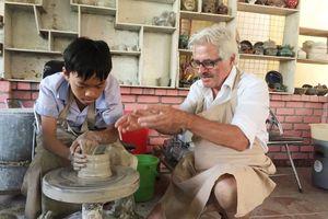 Những điều kỳ diệu từ xưởng gốm 'Ông Tây'