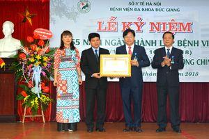 Bệnh viện Đa khoa Đức Giang đón nhận Bằng khen của Thủ tướng Chính phủ