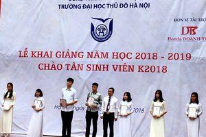 Trường Đại học Thủ đô Hà Nội đón gần 2.000 tân sinh viên