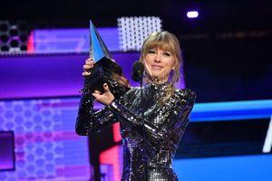 Giành 4 giải thưởng, Taylor Swift lập kỷ lục mới tại AMAs 2018