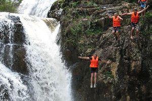 Bỏ nấc nhảy cao 11m từ đỉnh thác Datanla Đà Lạt vì sự an toàn của du khách